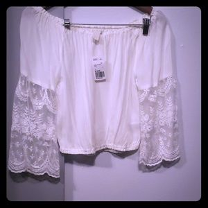 Lace of the shoulders Top